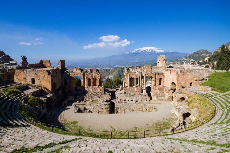 https://www.ragusanews.com//immagini_articoli/11-12-2018/turismo-culturale-parla-dicembre-taormina-500.jpg