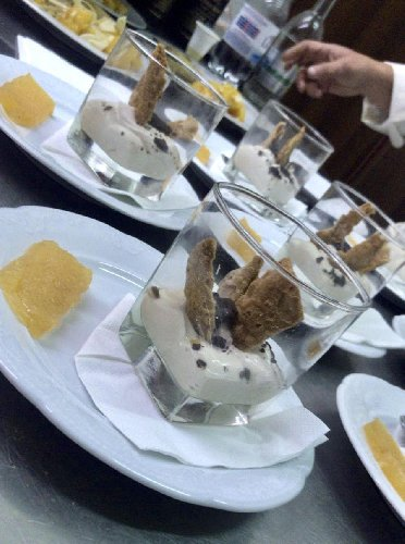 https://www.ragusanews.com//immagini_articoli/11-12-2019/1576086983-una-cena-siciliana-meraviglie-per-alberto-angela-foto-3-500.jpg