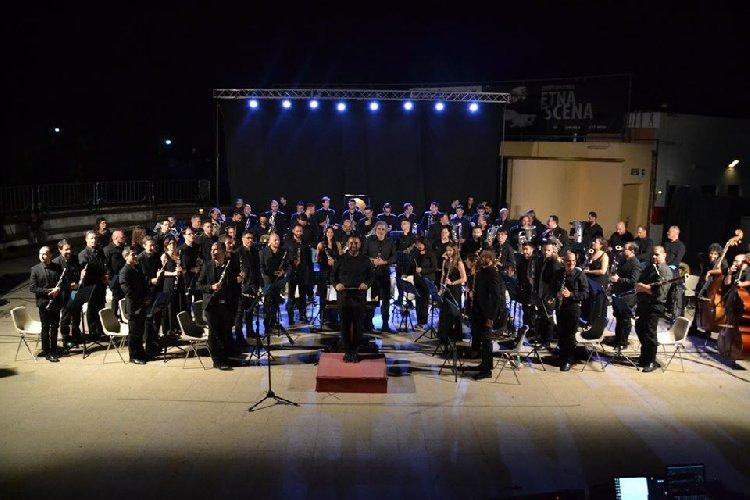https://www.ragusanews.com//immagini_articoli/11-12-2019/concerto-banda-sinfonica-mediterraneo-a-modica-500.jpg