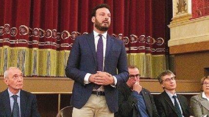 https://www.ragusanews.com//immagini_articoli/11-12-2019/il-cga-francesco-italia-e-di-sindaco-di-siracusa-240.jpg