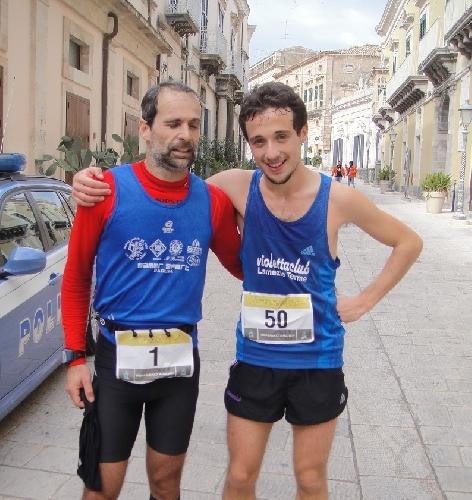 http://www.ragusanews.com//immagini_articoli/12-01-2014/sestito-vince-lundicesima-edizione-della-hybla-barocco-marathon-500.jpg