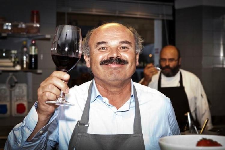 https://www.ragusanews.com//immagini_articoli/12-01-2016/oscar-farinetti-l-uomo-del-buon-cibo-italiano-a-catania-500.jpg