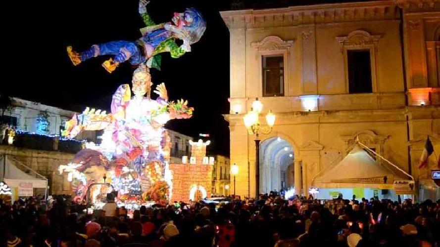 https://www.ragusanews.com//immagini_articoli/12-01-2018/carnevale-palazzolo-acreide-partecipare-500.jpg