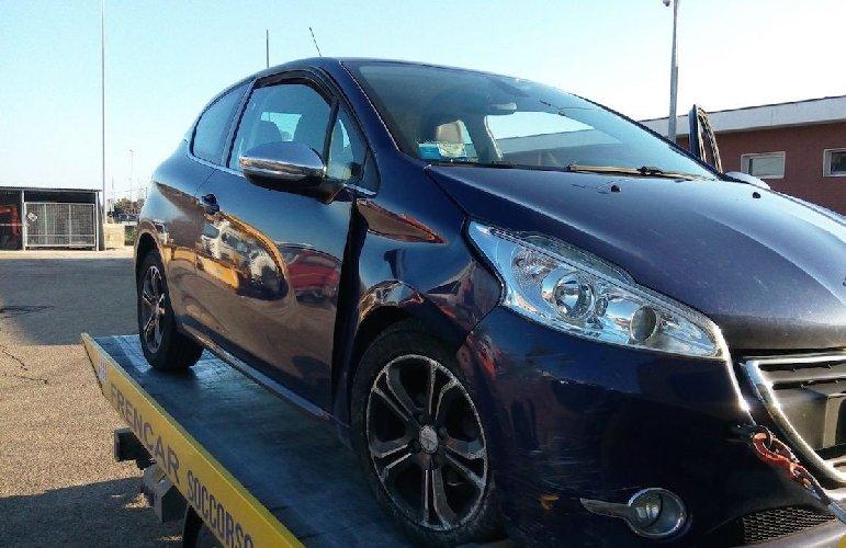 https://www.ragusanews.com//immagini_articoli/12-01-2018/comiso-recuperata-auto-rubata-catania-500.jpg