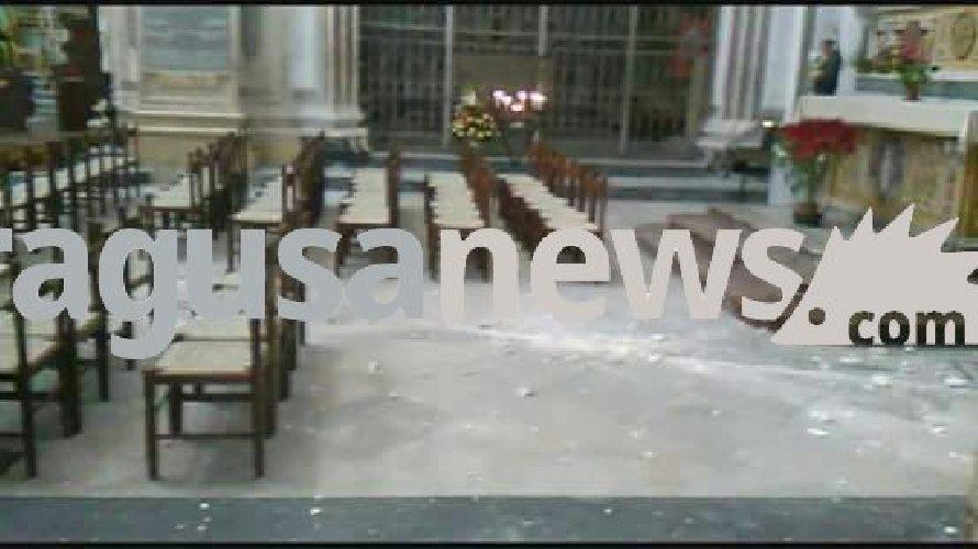 http://www.ragusanews.com//immagini_articoli/12-01-2018/crollo-allinterno-duomo-giorgio-modica-foto-500.jpg