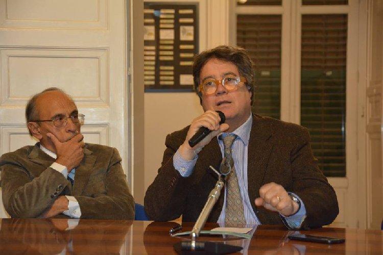 https://www.ragusanews.com//immagini_articoli/12-01-2019/1547305936-tusa-foto-aeree-nifosi-specchio-sicilia-inedita-2-500.jpg
