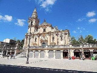 https://www.ragusanews.com//immagini_articoli/12-01-2019/disavventura-casa-affitto-ragusa-replicano-tetti-colorati-240.jpg