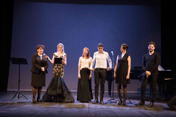 https://www.ragusanews.com//immagini_articoli/12-01-2020/1578829439-mugnieco-e-la-sposa-spettacolo-teatrale-e-storia-matrimonio-in-sicilia-4-500.jpg