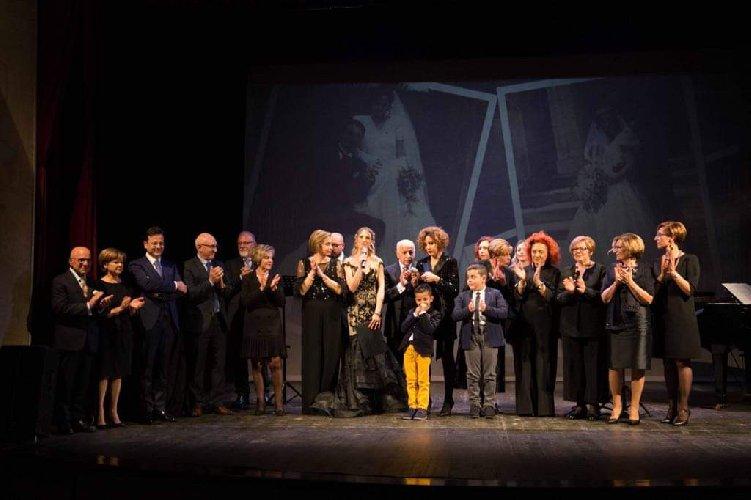 https://www.ragusanews.com//immagini_articoli/12-01-2020/1578829439-mugnieco-e-la-sposa-spettacolo-teatrale-e-storia-matrimonio-in-sicilia-7-500.jpg