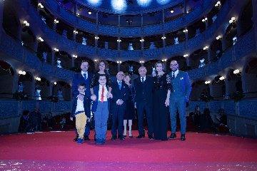 https://www.ragusanews.com//immagini_articoli/12-01-2020/1578829533-mugnieco-e-la-sposa-spettacolo-teatrale-e-storia-matrimonio-in-sicilia-5-240.jpg