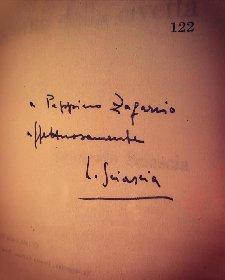 https://www.ragusanews.com//immagini_articoli/12-01-2021/1610440063-trova-nel-cassonetto-un-libro-di-sciascia-autografato-dallo-scrittore-2-280.jpg