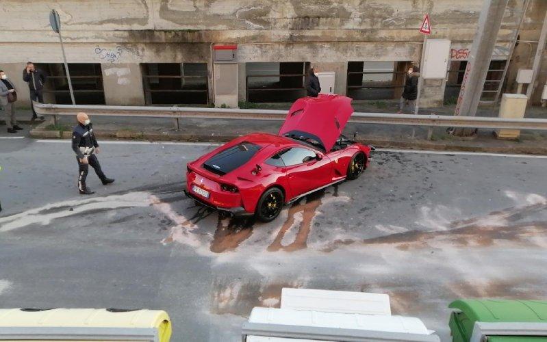https://www.ragusanews.com//immagini_articoli/12-01-2021/1610448786-ferrari-distrutta-dal-benzinaio-marchetti-nella-vita-conta-altro-foto-2-500.jpg