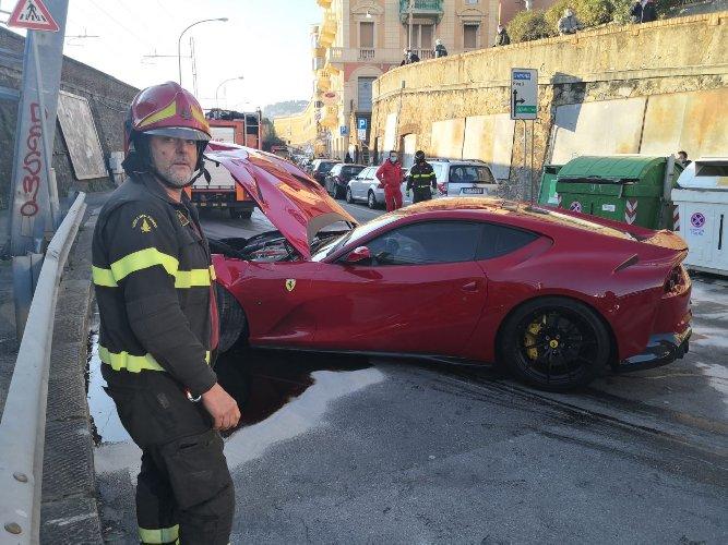 https://www.ragusanews.com//immagini_articoli/12-01-2021/1610448787-ferrari-distrutta-dal-benzinaio-marchetti-nella-vita-conta-altro-foto-3-500.jpg