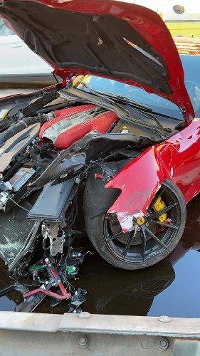 https://www.ragusanews.com//immagini_articoli/12-01-2021/1610448787-ferrari-distrutta-dal-benzinaio-marchetti-nella-vita-conta-altro-foto-6-500.jpg