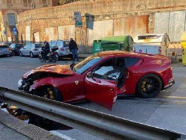 https://www.ragusanews.com//immagini_articoli/12-01-2021/1610448788-ferrari-distrutta-dal-benzinaio-marchetti-nella-vita-conta-altro-foto-7-280.jpg