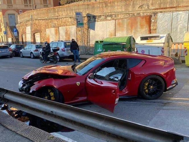 https://www.ragusanews.com//immagini_articoli/12-01-2021/1610448788-ferrari-distrutta-dal-benzinaio-marchetti-nella-vita-conta-altro-foto-7-500.jpg