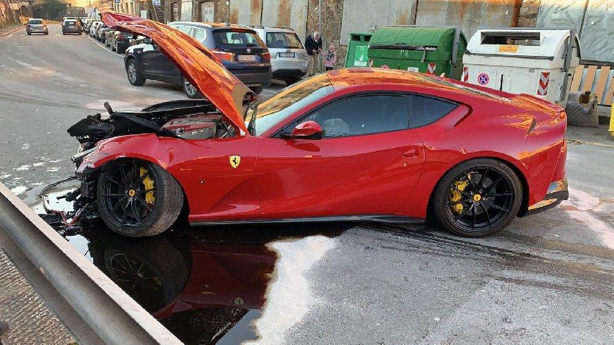 https://www.ragusanews.com//immagini_articoli/12-01-2021/ferrari-distrutta-dal-benzinaio-marchetti-nella-vita-conta-altro-foto-500.jpg