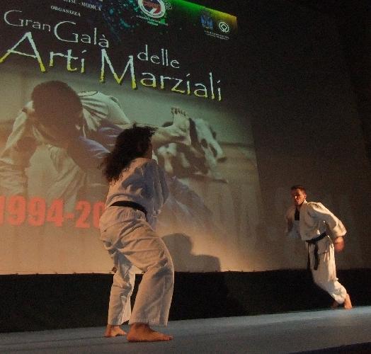https://www.ragusanews.com//immagini_articoli/12-02-2014/i-samurai-di-modica-500.jpg