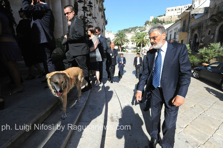 https://www.ragusanews.com//immagini_articoli/12-02-2015/italo-storia-di-un-cane-un-paese-e-tanti-uomini-500.jpg