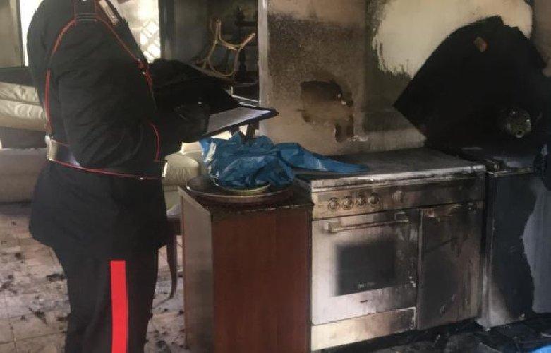 https://www.ragusanews.com//immagini_articoli/12-02-2018/carlentini-disoccupato-picchia-moglie-figli-fuoco-casa-500.jpg