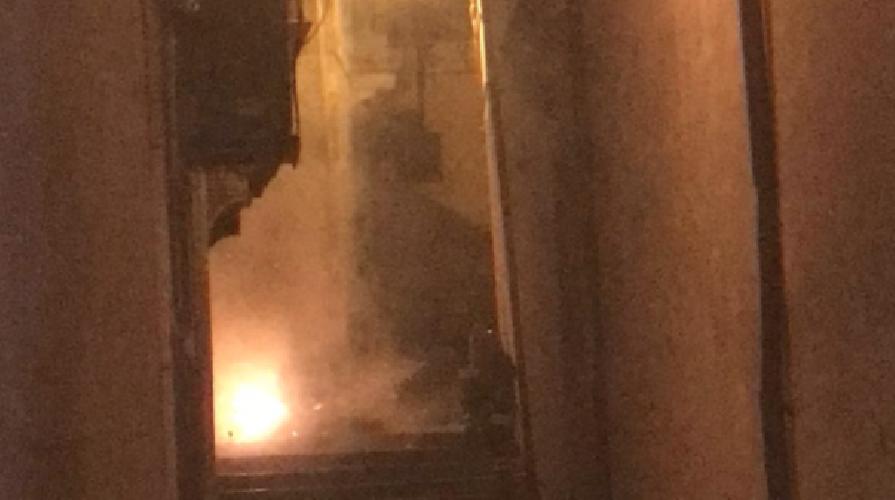 https://www.ragusanews.com//immagini_articoli/12-02-2018/incendiati-cassonetti-vicino-comune-modica-500.png