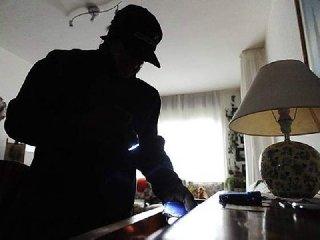 https://www.ragusanews.com//immagini_articoli/12-02-2018/monterosso-cittadini-catturano-ladri-240.jpg