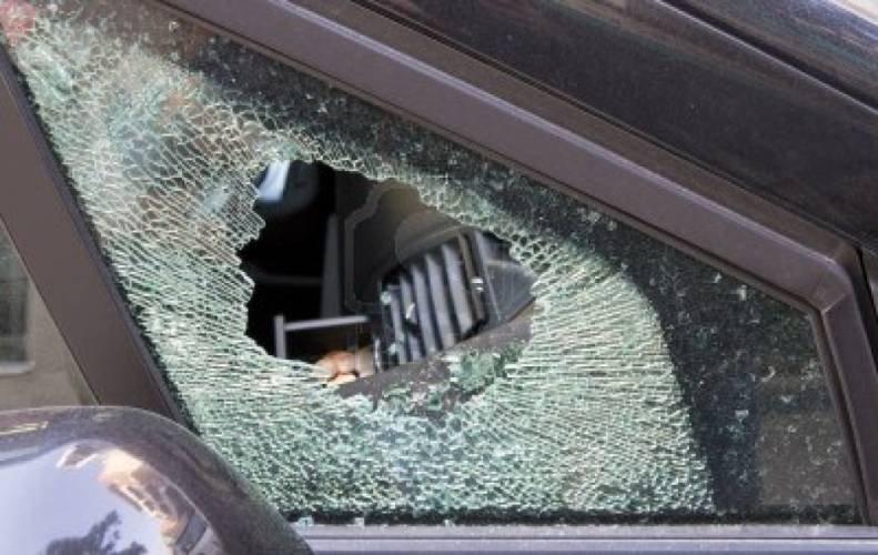 https://www.ragusanews.com//immagini_articoli/12-02-2018/noto-cellulare-rompe-finestrino-auto-500.jpg