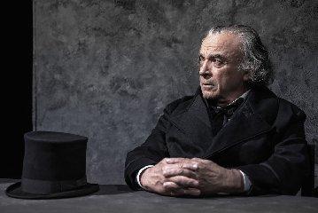 https://www.ragusanews.com//immagini_articoli/12-02-2020/i-miserabili-in-teatro-a-modica-240.jpg