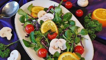 https://www.ragusanews.com//immagini_articoli/12-02-2020/insalate-quali-sono-le-piu-dietetiche-per-dimagrire-240.jpg