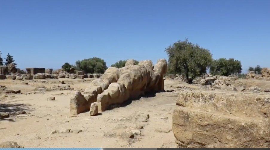 https://www.ragusanews.com//immagini_articoli/12-02-2021/1613124353-tempio-di-giove-e-i-telamoni-si-costruisce-la-trabeazione-1-500.jpg