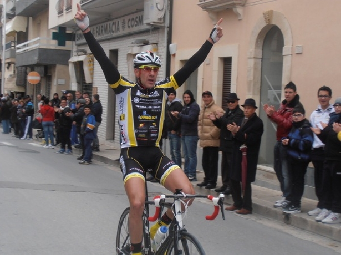 https://www.ragusanews.com//immagini_articoli/12-03-2012/ciclismo-primo-posto-per-enrico-di-martino-a-santa-croce-500.jpg