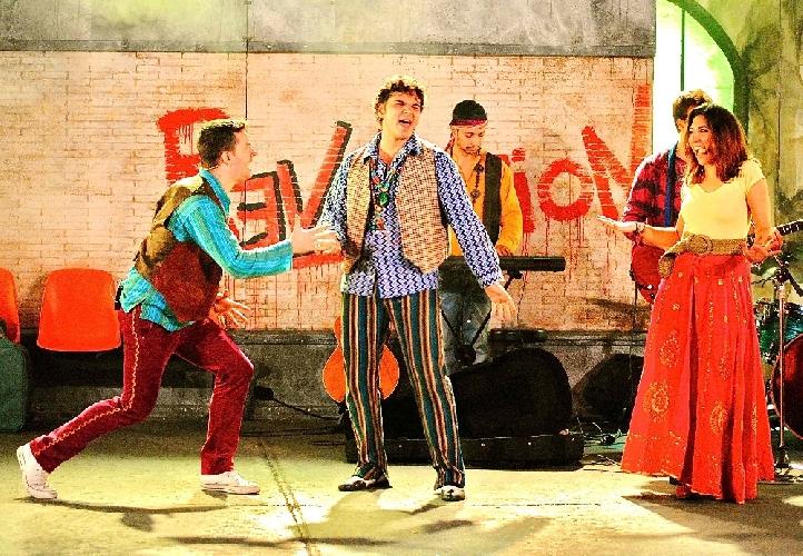 http://www.ragusanews.com//immagini_articoli/12-03-2014/france-theatre-la-tournee-di-revolution-68-fa-tappa-a-ragusa-500.jpg