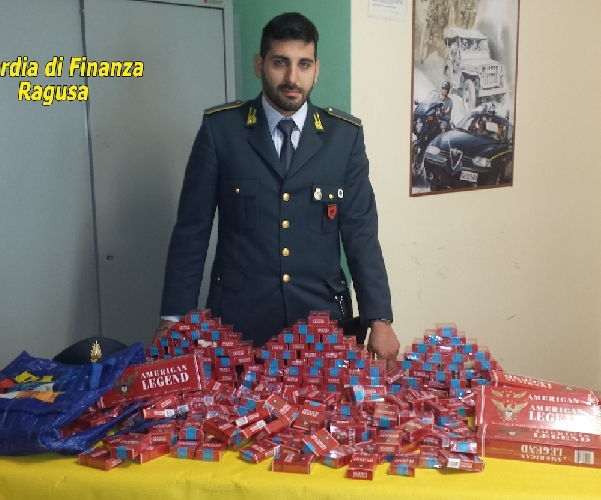 https://www.ragusanews.com//immagini_articoli/12-03-2014/le-sigarette-di-contrabbando-a-macconi-500.jpg