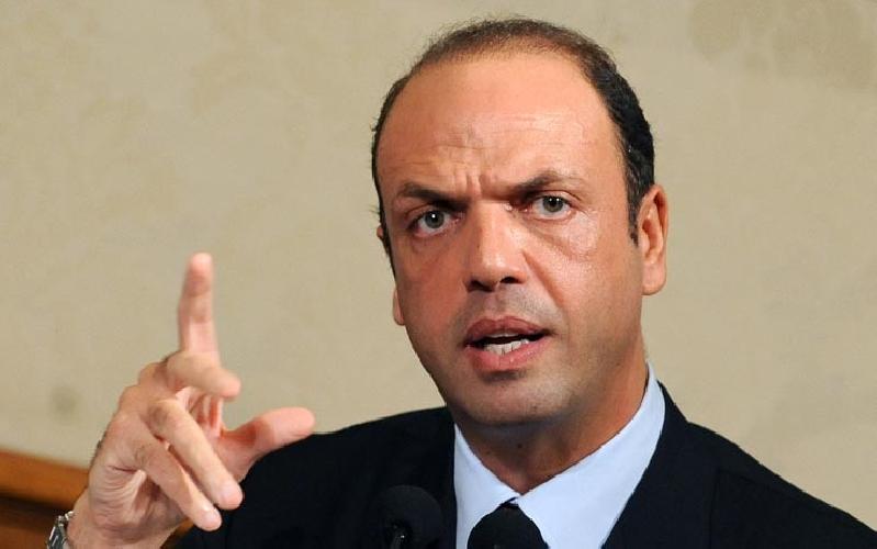 http://www.ragusanews.com//immagini_articoli/12-03-2015/il-ministro-alfano-rafforzare-la-legge-sullo-scioglimento-per-mafia-500.jpg