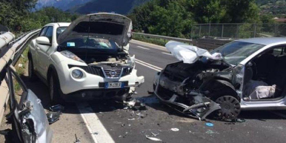 https://www.ragusanews.com//immagini_articoli/12-03-2018/grave-incidente-ss114-altezza-melilli-500.jpg