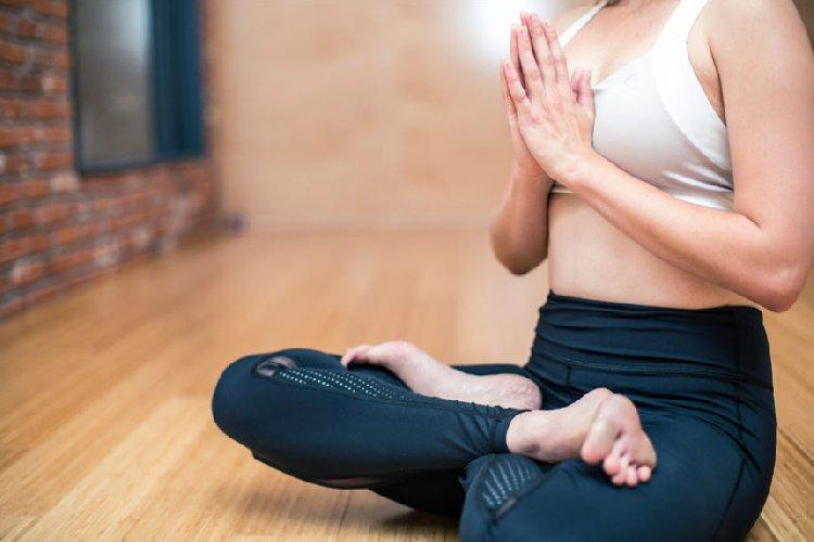 https://www.ragusanews.com//immagini_articoli/12-03-2019/benefici-yoga-500.jpg