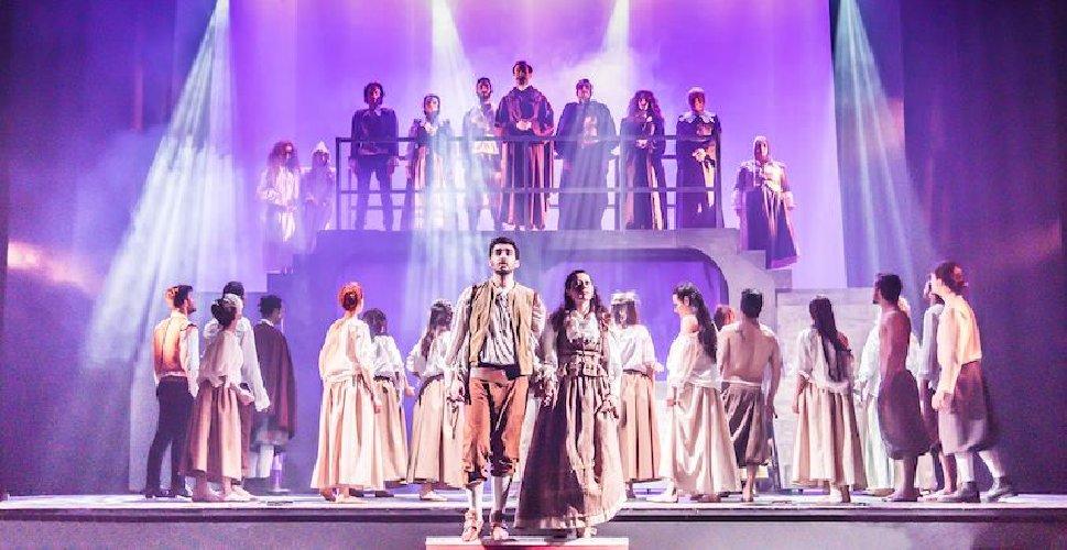 https://www.ragusanews.com//immagini_articoli/12-03-2019/commedia-musicale-promessi-sposi-teatro-modica-500.jpg
