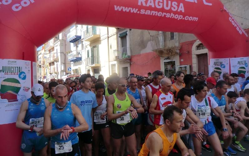 http://www.ragusanews.com//immagini_articoli/12-04-2015/vivi-citta-a-ragusa-200-partecipanti-500.jpg