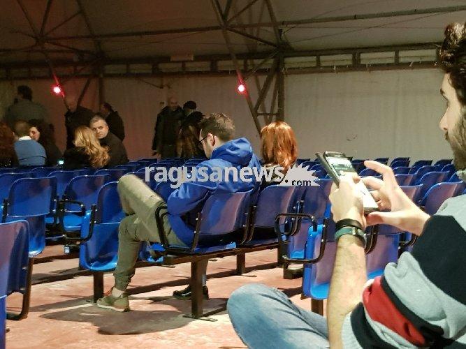 https://www.ragusanews.com//immagini_articoli/12-04-2018/teatro-tenda-pieno-meta-spettacolo-beppe-grillo-ragusa-500.jpg