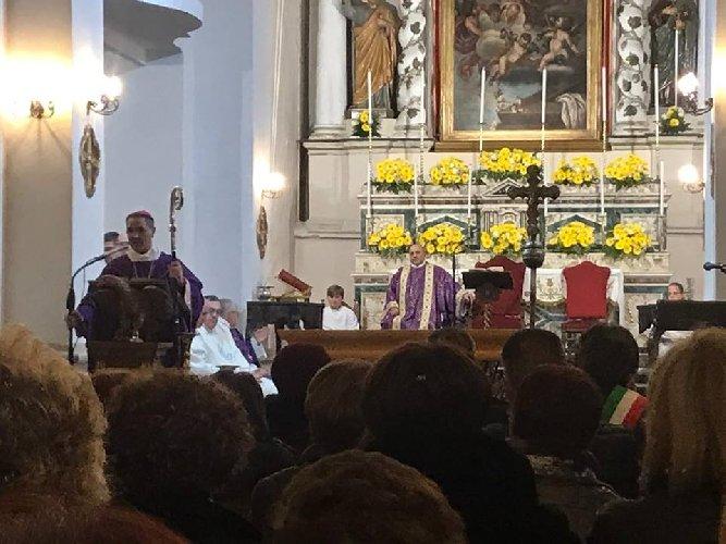 https://www.ragusanews.com//immagini_articoli/12-04-2019/dopo-17-anni-ha-riaperto-la-chiesa-madre-di-monterosso-almo-500.jpg