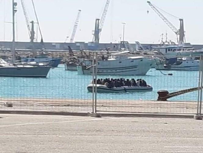 https://www.ragusanews.com//immagini_articoli/12-04-2020/i-migranti-di-pozzallo-in-quarantena-a-san-pietro-a-comiso-500.jpg