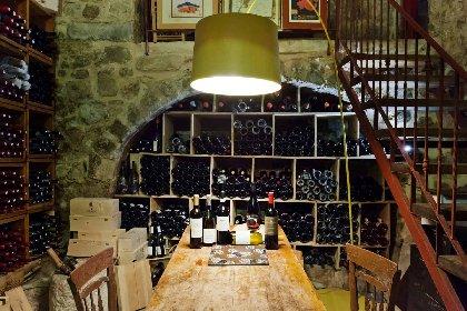 https://www.ragusanews.com//immagini_articoli/12-04-2021/vino-il-sole24ore-nella-grotta-delle-meraviglie-di-ciccio-sultano-280.jpg