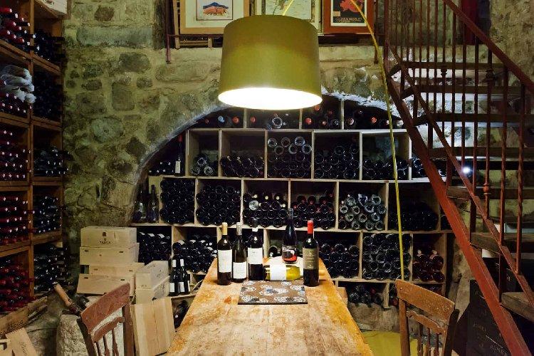 https://www.ragusanews.com//immagini_articoli/12-04-2021/vino-il-sole24ore-nella-grotta-delle-meraviglie-di-ciccio-sultano-500.jpg