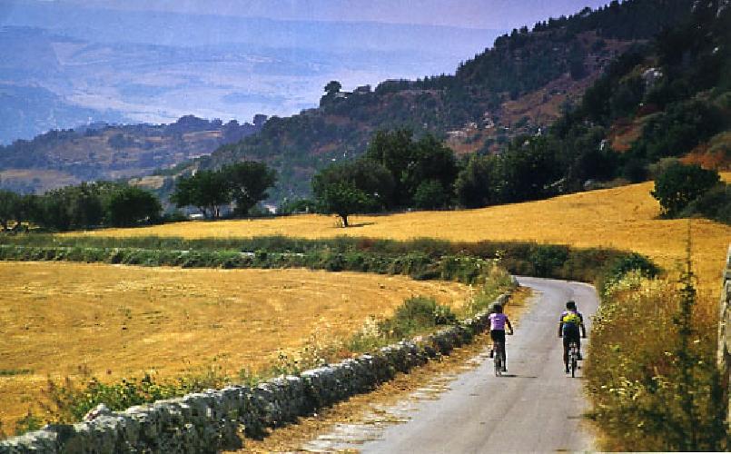 http://www.ragusanews.com//immagini_articoli/12-05-2017/demanio-regala-case-cantoniere-torri-fare-cicloturismo-500.jpg