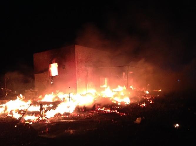 https://www.ragusanews.com//immagini_articoli/12-05-2017/incendiato-casolare-arizza-dissidi-personali-500.jpg