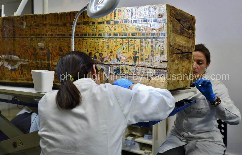 http://www.ragusanews.com//immagini_articoli/12-05-2017/sarcofagi-egizi-siracusa-scoperta-straordinaria-500.jpg
