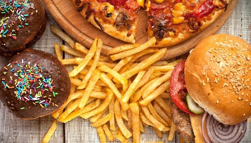 https://www.ragusanews.com//immagini_articoli/12-05-2020/dieta-quali-sono-i-cibi-che-fanno-ingrassare-500.jpg