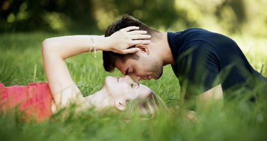 https://www.ragusanews.com//immagini_articoli/12-05-2021/fanno-l-amore-sul-prato-mulkta-di-10-mila-euso-solo-a-lei-pero-280.jpg