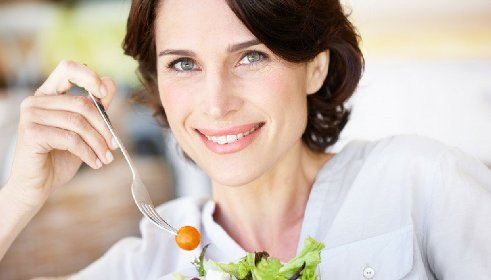 https://www.ragusanews.com//immagini_articoli/12-05-2021/la-dieta-piu-corretta-per-le-donne-in-menopausa-280.jpg