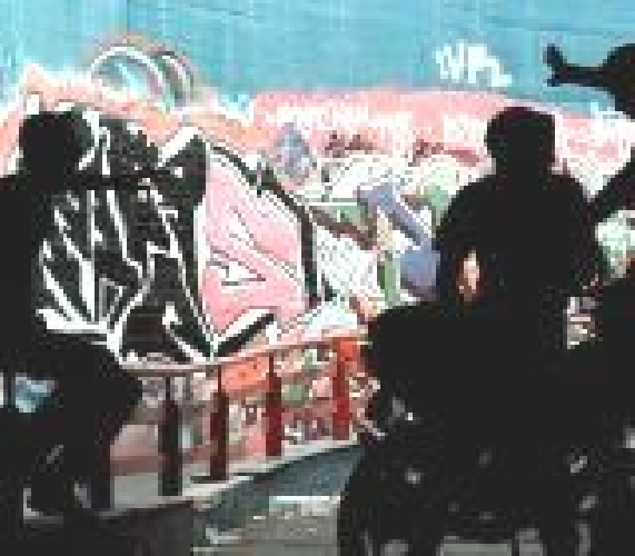 https://www.ragusanews.com//immagini_articoli/12-06-2007/ultimo-giorno-di-scuola-con-la-moto-nei-corridoi-500.jpg